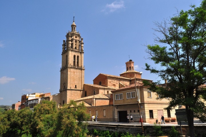 Iglesia_de_Santa_Maria_de_Los_Arcos_Navarra_vista-1024x680
